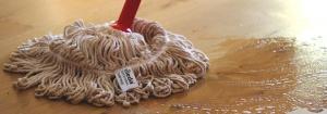 čiščenje lakiranega parketa - enostavno vzdrževanje