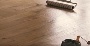 lakiranje lesene talne obloge