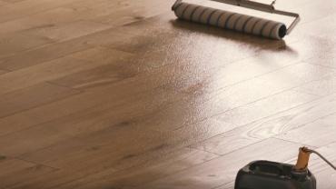 lakiranje lesene talne obloge po polaganju parketa