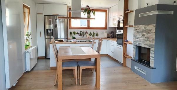 belo oljen parket oxford v kuhinji in jedilnici - stanovanje pirnat